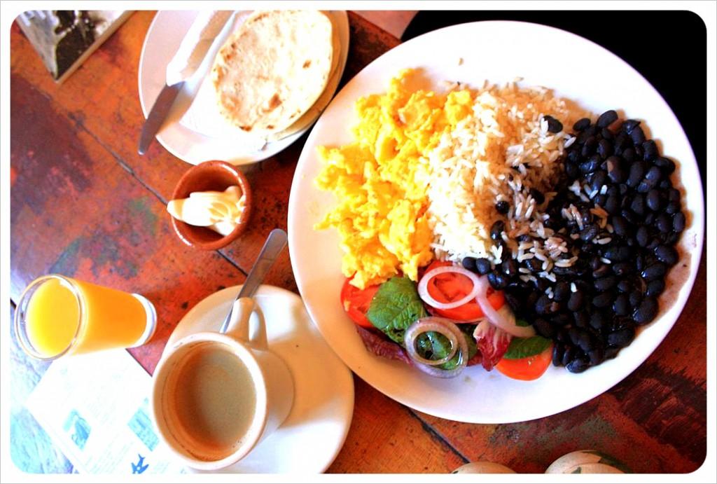 Desayuno-Tipico-Guatemalteco